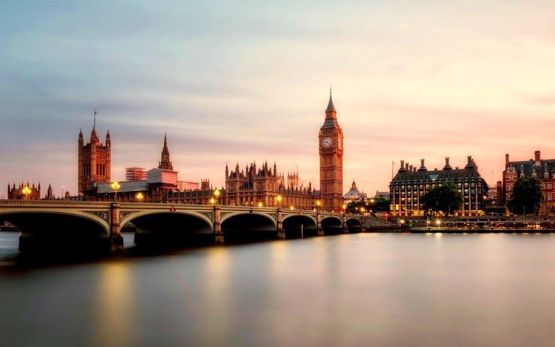 Se former à Londres